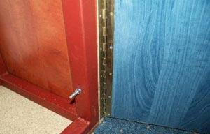 крепление дверок у тумбы под аквариум